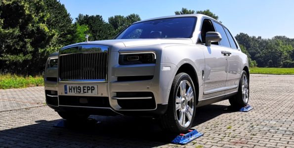 rolls-royce-cullinan-4x4-test-video